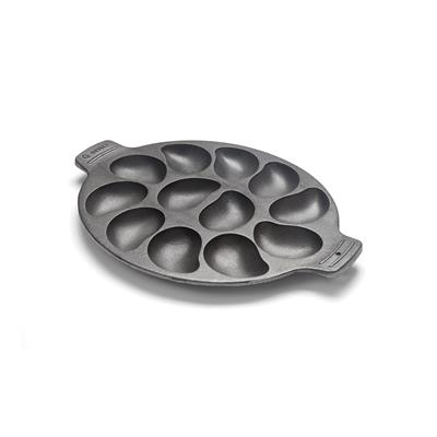 Constructed of heavy duty cast iron, it features a seasoned, non-stick coating for easy release and cleaning.